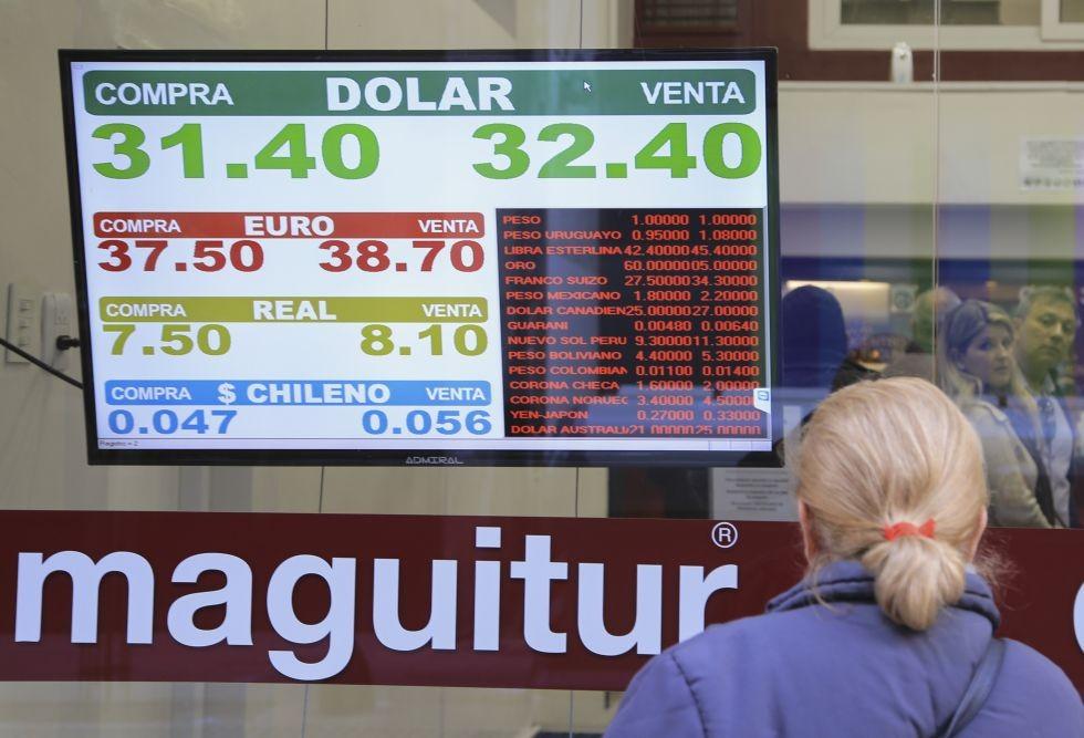 Dólar sin freno: escaló por encima de los 32 pesos