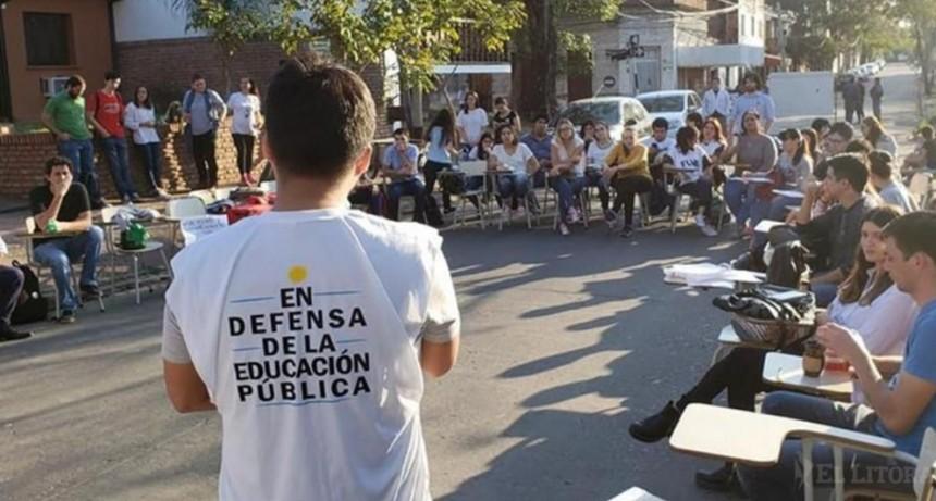 En la tercera semana de protesta, docentes universitarios preparan una nueva clase pública y asamblea con referentes nacionales