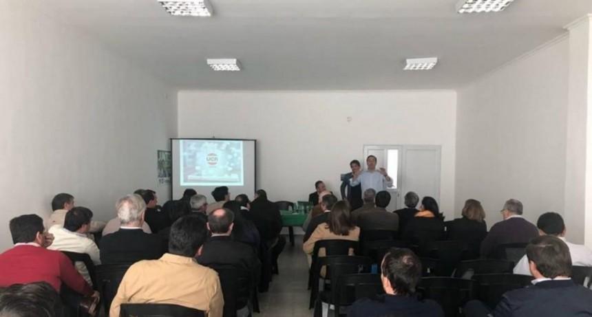 Valdés evaluará alternativas al Fondo Sojero con los intendentes radicales