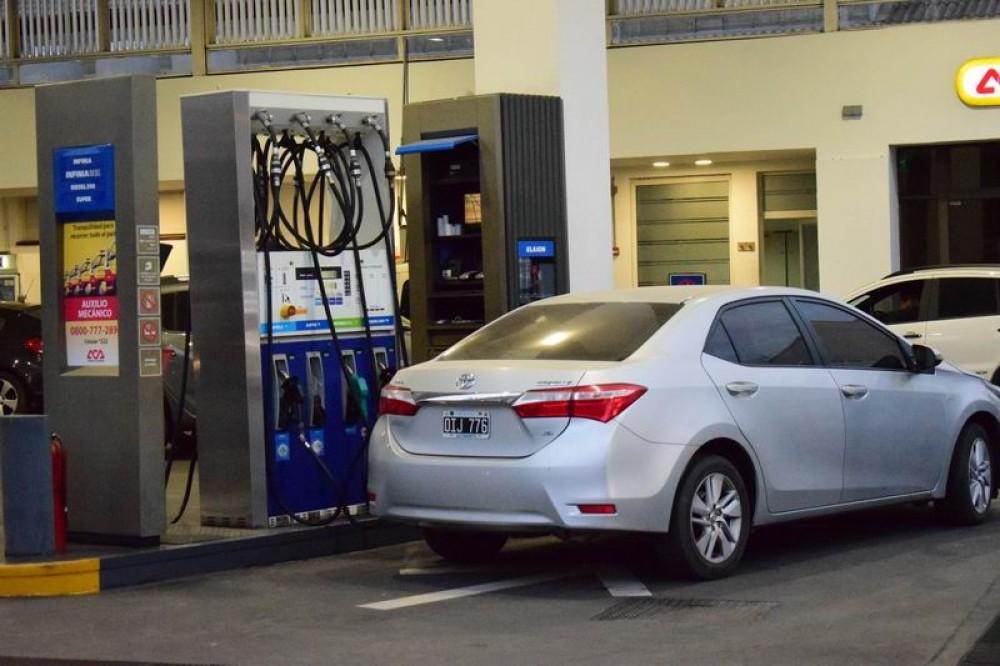 Combustibles: alistan las subas y caen las ventas