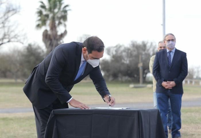 Valdés firmó un acuerdo con el presidente de la Nación y gobernadores para la administración conjunta de la Hidrovía Paraguay - Paraná