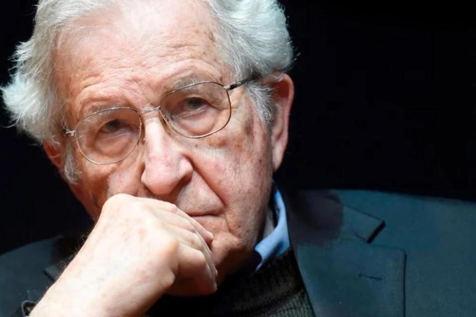 """Noam Chomsky: """"Tenemos poco tiempo para decidir si la vida humana sobrevivirá"""
