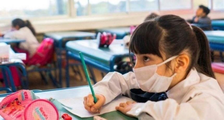 Valdés no descartó presencialidad plena en escuelas si bajan los casos