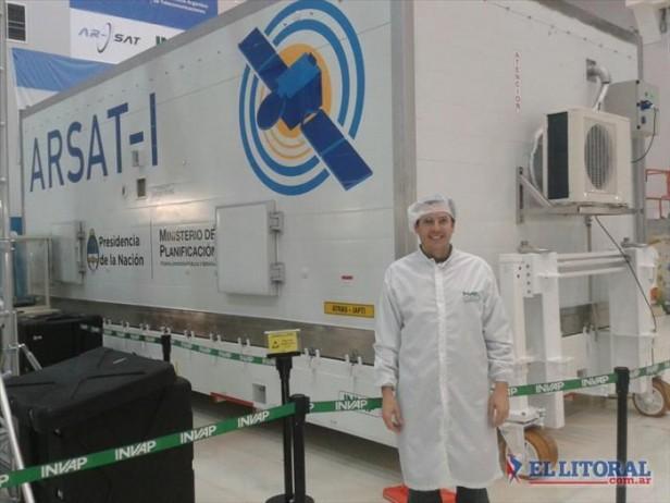 """Hernán Valenzuela, ingeniero correntino que trabajó en el armado del """"Arsat-1"""""""