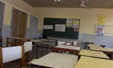 Escuela 139: alumnos comparten sillas por falta de mobiliario