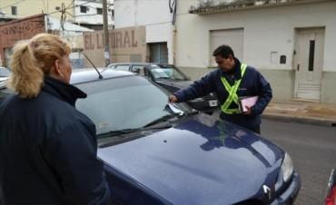 Iniciaron los controles en el estacionamiento medido y labraron más de 200 infracciones