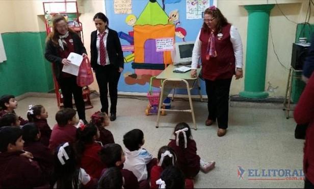 La escuela, la familia y la comunidad se unen para abordar los derechos del niño