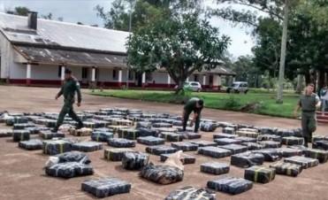 Secuestraron más de dos toneladas de droga oculta en un camión y un auto