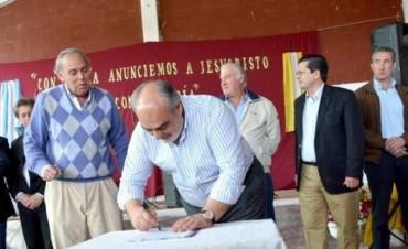 Tatacuá: entregaron insumos a agricultores y firmaron convenio por obras millonarias