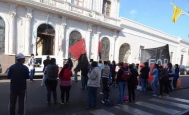 Mujeres de organización social protestaron ante el Municipio y lograron una audiencia