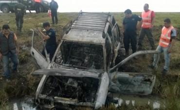 Abandonaron pick up incendiada al costado de la Ruta Nacional 14