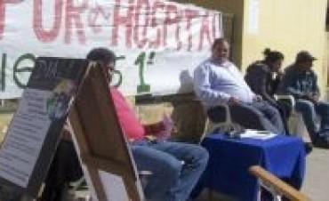 Tercera jornada de huelga de hambre frente al hospital