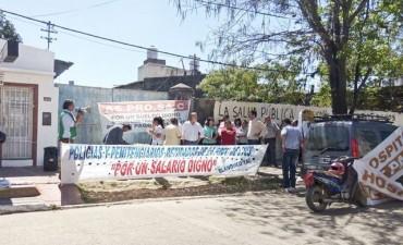 Salarios: en silencio el Gobierno inició negociaciones y siguen las protestas