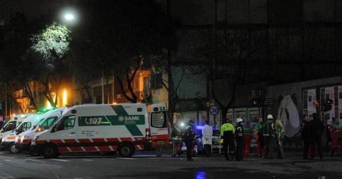Dramático rescate de pasajeros atrapados en hotel por incendio