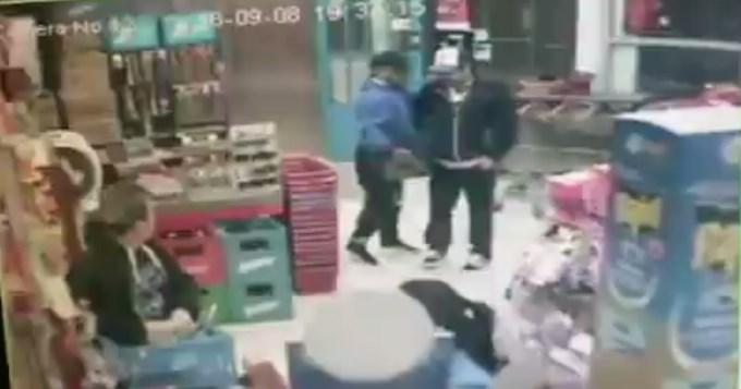 El video del momento en que matan al policía en el súper chino