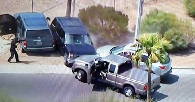 Noticiero transmite en vivo cómo policía acribilla a ladrón