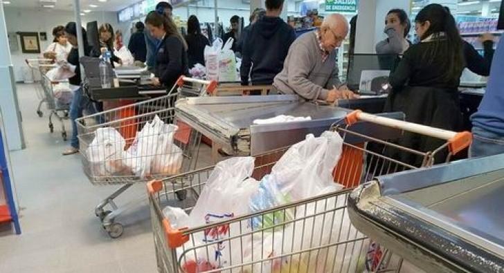 Se volverá a implementar el reintegro del 50% para compras con débito