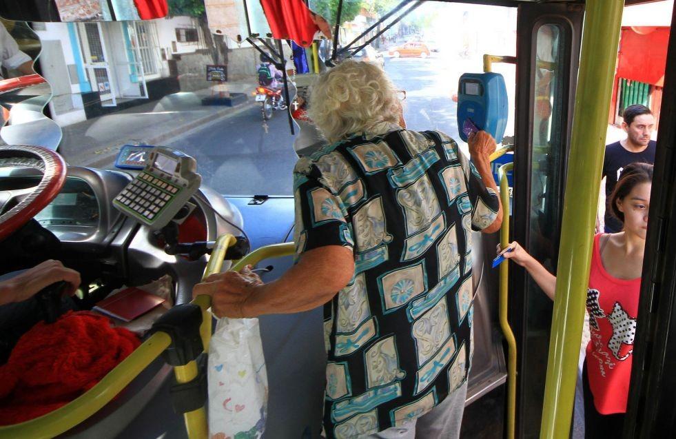 Empresarios apuran negociación con el Municipio para un boleto entre $17 y $25