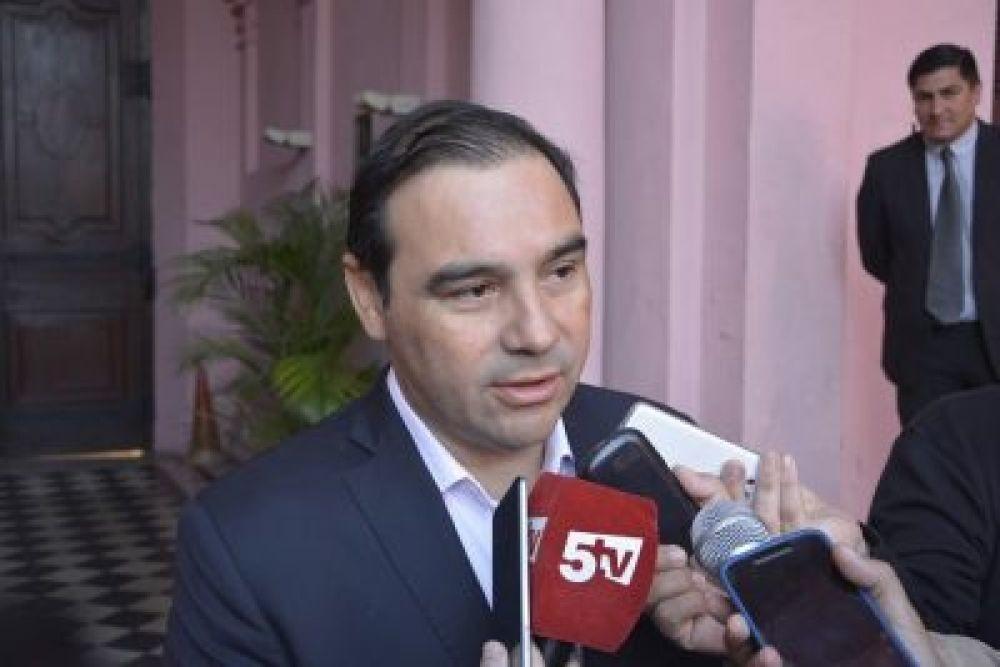 Valdés anticipó que adelantará el incremento salarial para empleados estatales