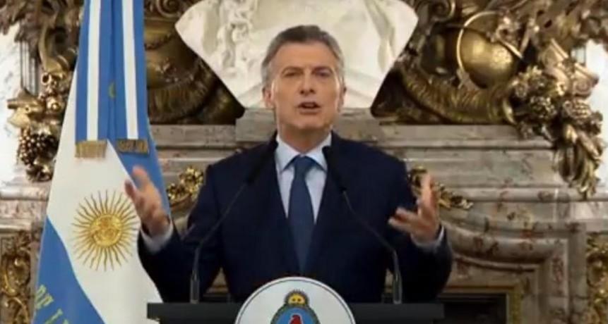 """Macri reconoció la """"emergencia"""" y culpó la crisis a los """"cuadernos"""""""