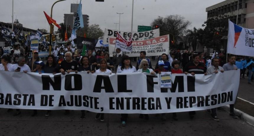 Organizaciones sindicales y sociales se movilizaron y el paro se sintió en servicios
