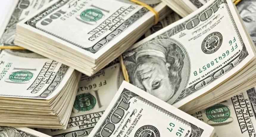 Fuerte suba del dólar tras la renuncia