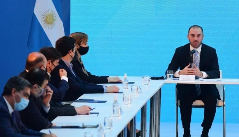Tras reestructurar la deuda externa, el Gobierno anuncia fuerte adhesión de la local