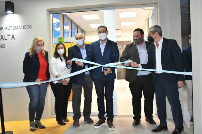 Valdés y el presidente del BanCo inauguraron una red de cajeros
