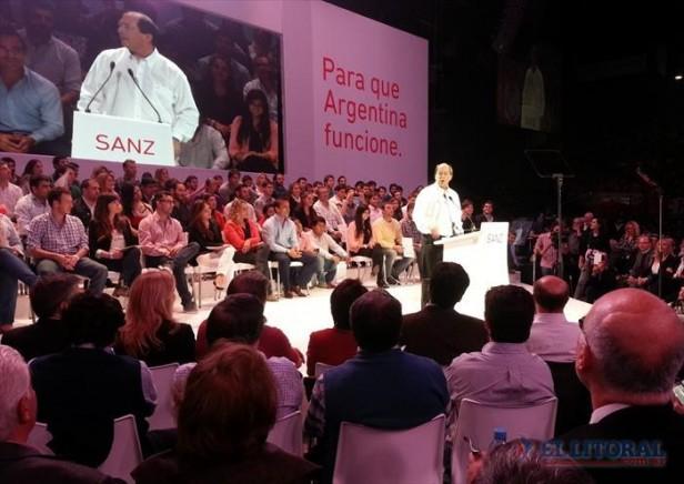 Presencia correntina en el lanzamiento de Ernesto Sanz como precandidato a presidente