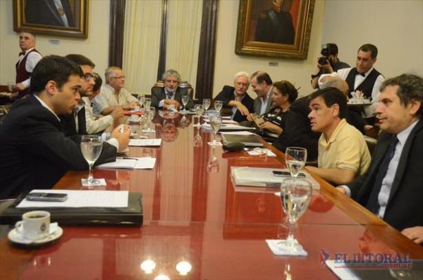 Frente a representantes de empresas, la CNC expuso el mal servicio de celulares