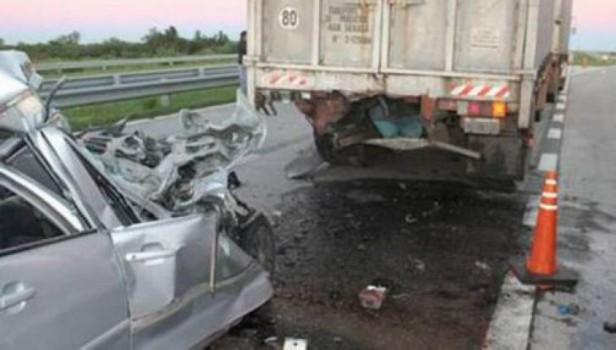 Cuatro personas muertas y un bebé grave tras un choque sobre la ruta 14