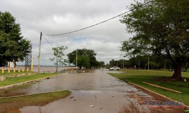 Santo Tomé evacuó a una familia, entregará módulos alimentarios y espera, al igual que las demás comunas, que descienda el Uruguay