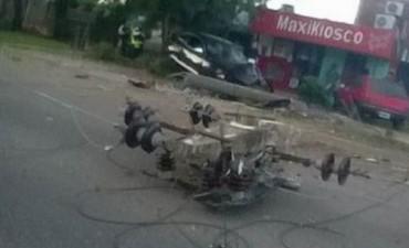 Chocó, destrozó una columna de alumbrado público y está grave
