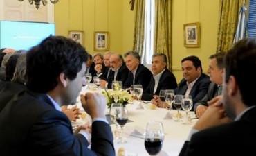 Macri repasa un libreto de anuncios