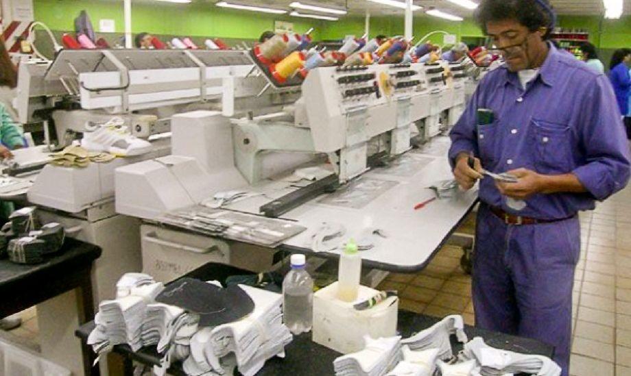 Crecen rumores de despidos en textil y apuran planes para los 60 cesanteados