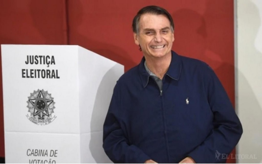 Bolsonaro sacó una abrumadora ventaja, pero habrá balotaje en Brasil