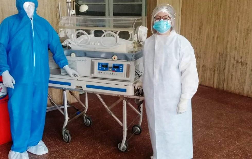 Hospital de campaña: Nació un bebé y su madre podría tener COVID-19