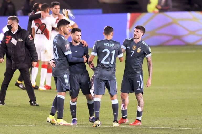 Argentina no brilló, fue gasolero, pero le alcanzó para superar bien a Perú