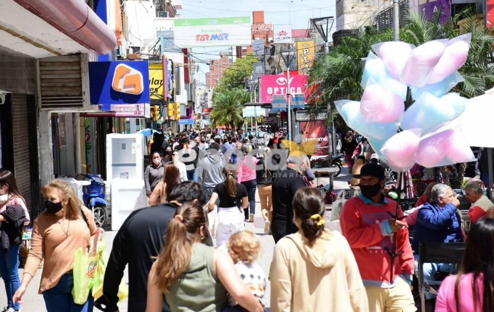 Una multitud en el centro de Corrientes: Furor para comprar por el Día de la Madre
