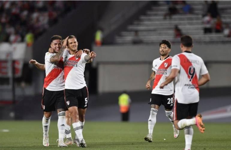 River se floreó con Argentinos y se acerca aún más al título