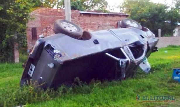 Murió un hombre en el despiste y vuelco de un automóvil en Ituzaingó