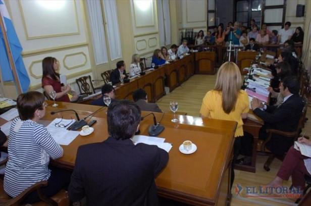 La Convención eliminó cupo y allanó el plan de Ríos de ampliar el número de secretarías