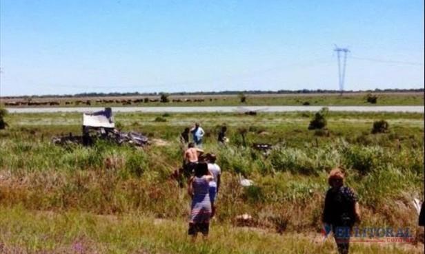 Itatí: cuatro muertos en un brutal despiste y vuelco de una camioneta sobre Ruta 12