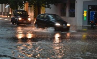 Barrios periféricos con calles anegadas luego de 13 horas de intensas lluvias