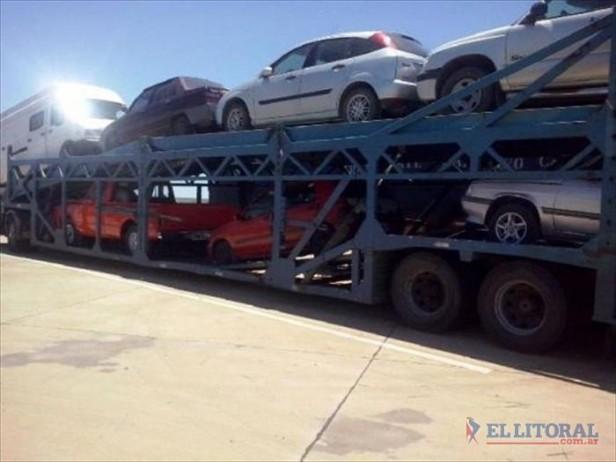 Misiones: interceptan camión con autos que habrían sido robados en Corrientes
