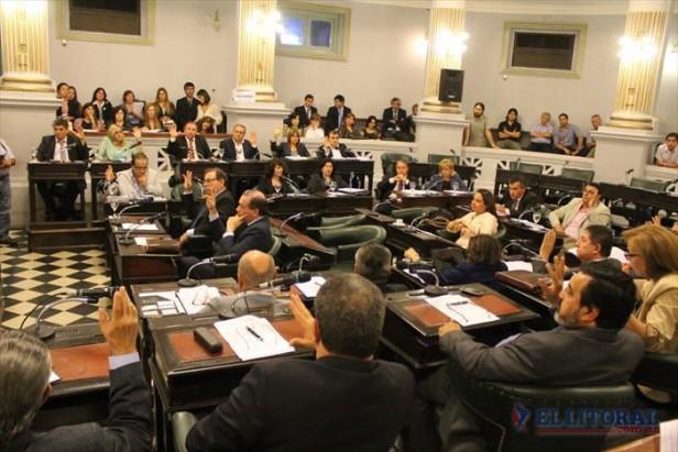 Vaz Torres expone ante los senadores el proyecto de Presupuesto 2015