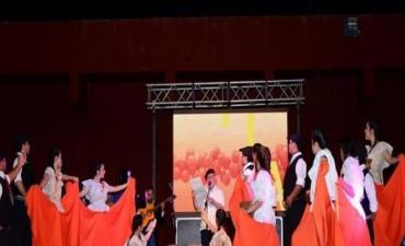 """Eligen hoy a las reinas de la Naranja y la Miel y """"La Sole"""" canta en el Festival del Folklore"""