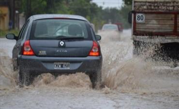 Llovió más de 60 milímetros y dejó a varios barrios con cortes de luz y calles anegadas