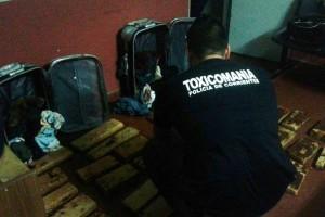 """""""Mula"""" del narcotráfico cayó con dos valijas llenas de marihuana"""