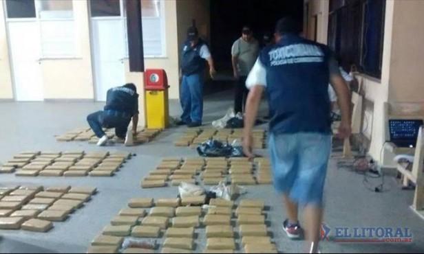 Hallaron un automóvil abandonado con más de 150 kilos de marihuana en Itatí